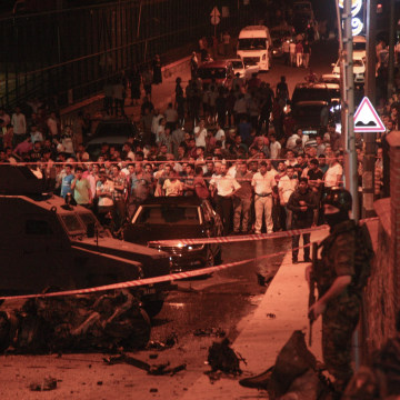 Image: Bomb attack on police station in Istanbul