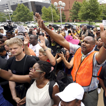 Image: Protesters pray at the federal courthouse in downtown St. Louis