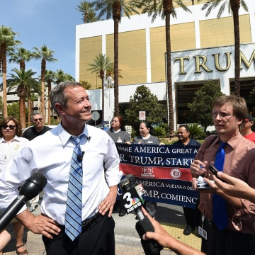 Image: Democratic Presidential Candidate Martin O'Malley Meets With Trump Hotel Workers Trying To Unionize