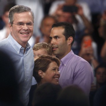 Image: Republican U.S. presidential candidate and former Florida Governor Bush stands with family members after formally announcing campaign for the 2016 Republican presidential nomination at rally in Miami
