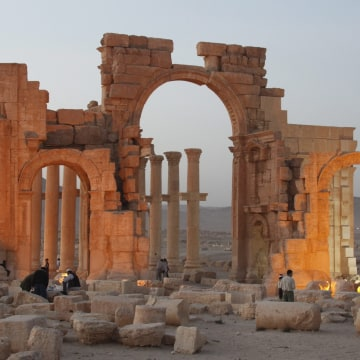 Image: Islamic State militants blow up Palmyra temple