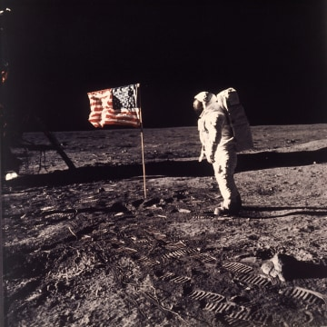 Image: Buzz Aldrin walks on the moon