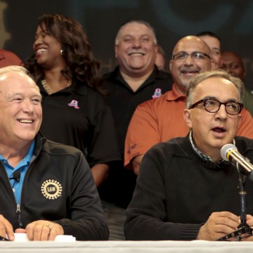 uaw reaches tentative contact agreement with fiat chrsyler nbc news. Black Bedroom Furniture Sets. Home Design Ideas