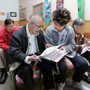Image: Chinese Americans vote in San Franciscos Chinatown