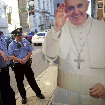 Image: Wider Image: Philadelphia's Pop-Up Pope