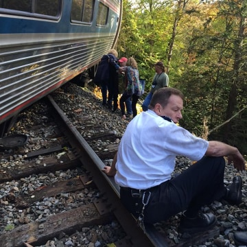 Image: Amtrak train derailed