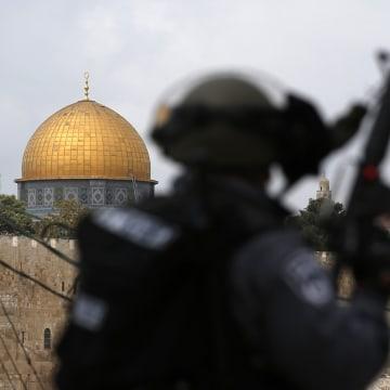 Image: PALESTINIAN-ISRAEL-JERUSALEM-AL AQSA-PRAYER