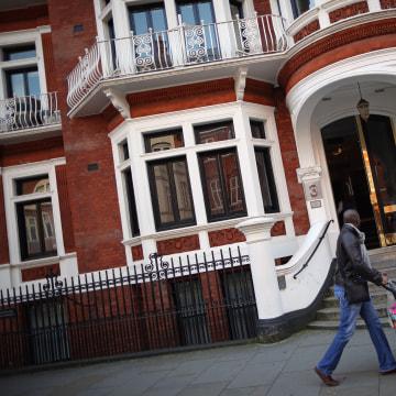 Image: Metropolitan Police Stand Down 24/7 Surveillance On The Ecuadorian Embassy
