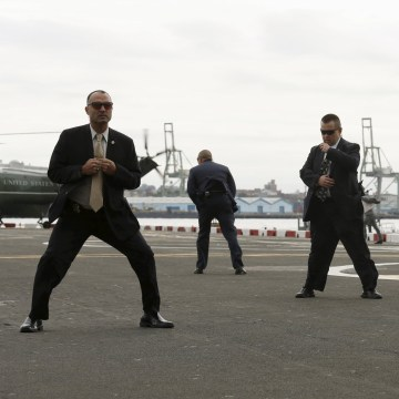 Image: Secret Service with President Barack Obama in New York