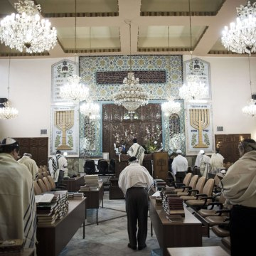 Image: Iranian Jewish men during morning prayers