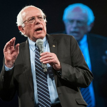 Image: Democratic presidential candidate Sanders speaks at the Jefferson-Jackson Dinner in Des Moines