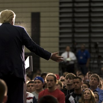 Image: Republican U.S. presidential candidate Trump speaks during a campaign rally at West High School in Sioux City, Iowa
