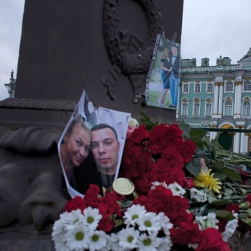 Image: Memorial for Metrojet plane crash victims in St. Petersburg, Russia