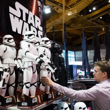 Image: Star Wars Mechandise Promotes New Movie