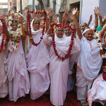 Image: Indian widows celebrate Diwali festival in Vrindavan