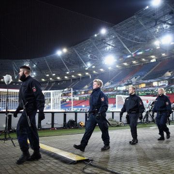 Image: Police forces at the HDI-Arena