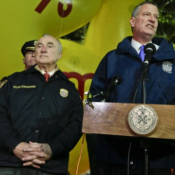 Image: NYPD Commissioner Bill Bratton and New York City Mayor Bill de Blasio