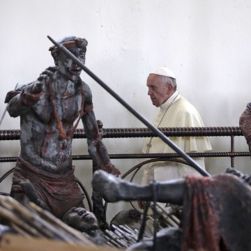 Image: Pope Francis visits the Anglican martyrs' shrine of Namugongo, Kampala