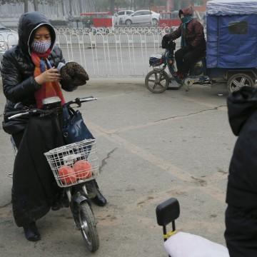 Image: Women wear protective masks in Baoding, China