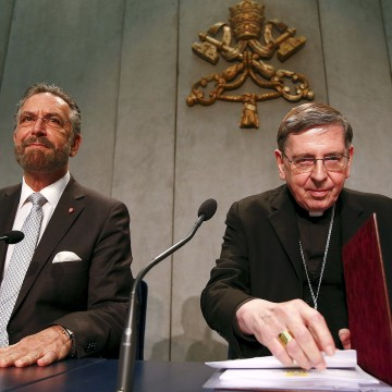Image: Cardinal Kurt Koch and Rabbi David Rosen attend a news conference at the Vatican
