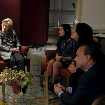 Image: Democratic U.S. presidential candidate Hillary Clinton meets with mixed status immigrant family before addressing the 2015 National Immigrant Integration Conference in New York