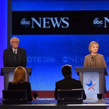 Image: US-VOTE-DEMOCRATS-DEBATE
