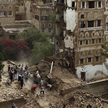 Image: Air raid kills seven, destroys historic houses in Sanaa