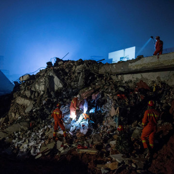 Image: Chinese landslide rescue effort