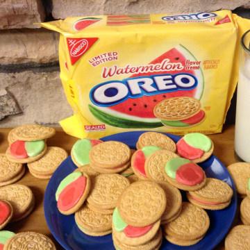 Image: Watermelon flavored Oreo cookies