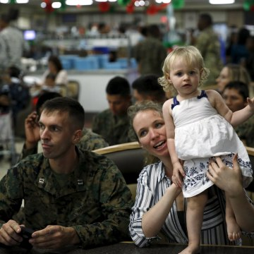 Image: Military families gather for a Christmas reception with Obama at Marine Corps Base Hawaii in Kaneohe Bay, Hawaii