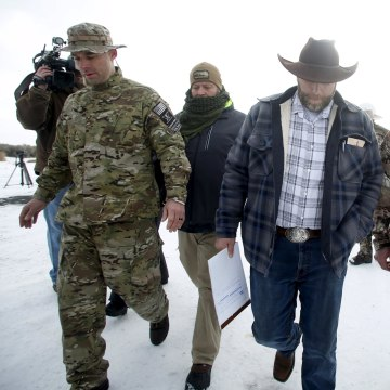 Image: Ammon Bundy departs after addressing the media at the Malheur National Wildlife Refuge near Burns