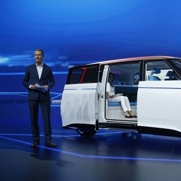 Volkswagen Goes Electric With BUDD-e Concept Bus at CES