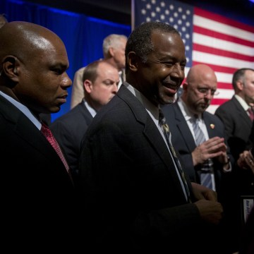Ben Carson Holds New Hampshire Town Hall Meeting