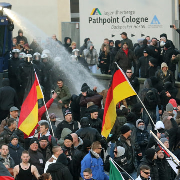 Image: Demonstrations after assaults in Cologne