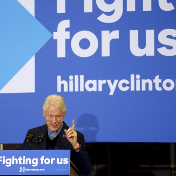 Image: Former U.S. President Clinton speaks at Hotel Julien in Dubuque