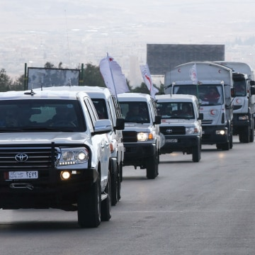 Image: A convoy of aid from the Syrian Arab Red Crescent leaves the capital Damascus