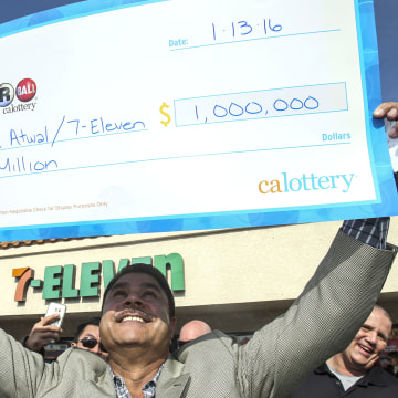 Image: BESTPIX Chino Hills 7-Eleven Sold One Of The Winning Powerball Tickets