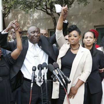 Image: Attorney Benjamin Crump, center, holds up the arms of two of the accusers in the trial of Daniel Holtzclaw