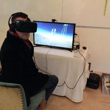 Image: Reporter uses Oculus Rift headset as he tries out a virtual reality experience presented by The Dali Museum