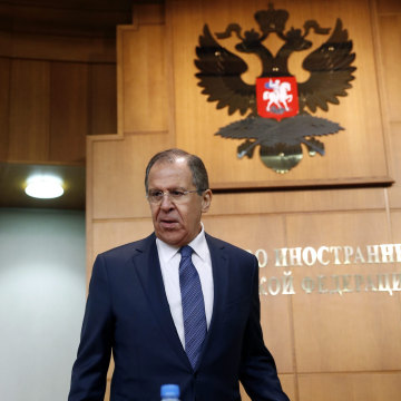 Image: Russian Foreign Minister Sergei Lavrov gives a news conference