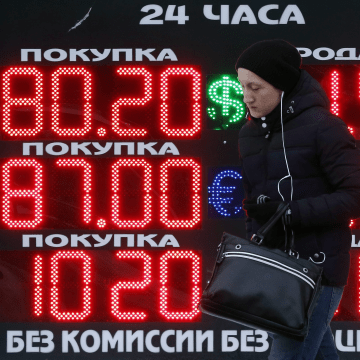 Image: Russian ruble hits record low versus dollar amid falling oil prices