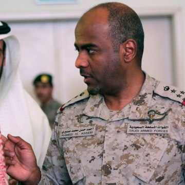 Image: Saudi military spokesman Ahmed Asiri, right, talks to Saudi officials