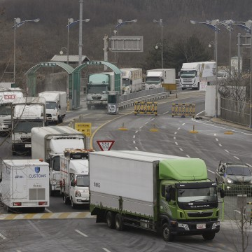 Image: South Korean trucks returning from North Korea's joint Kaesong Industrial Complex Thursday.