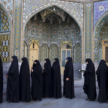 Image: Iranian women at polling station in Qom