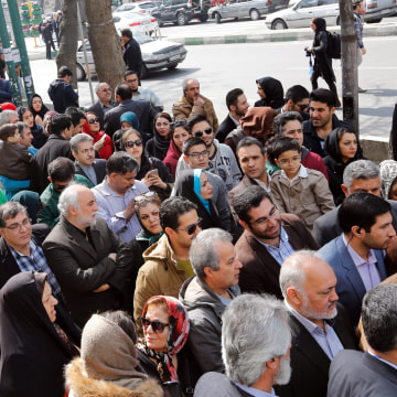 Image: Iranians wait to vote in Tehran