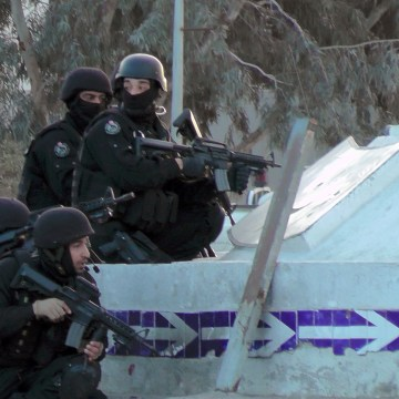 Image: Tunisian special forces take position during clashes in Ben Guerdane, near the Libyan border, Monday.