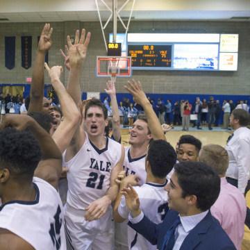 Image: Yale basketball team