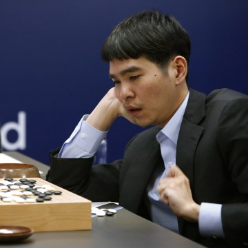 Human Go Player Finally Beats AlphaGo Software After Three Straight Losses