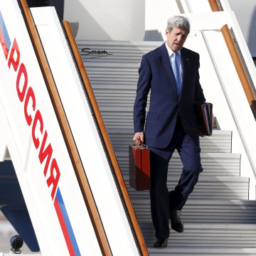 Image: U.S. Secretary of State Kerry arrives in Moscow