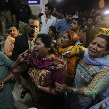 Image: Suicide bomb blast in Lahore
